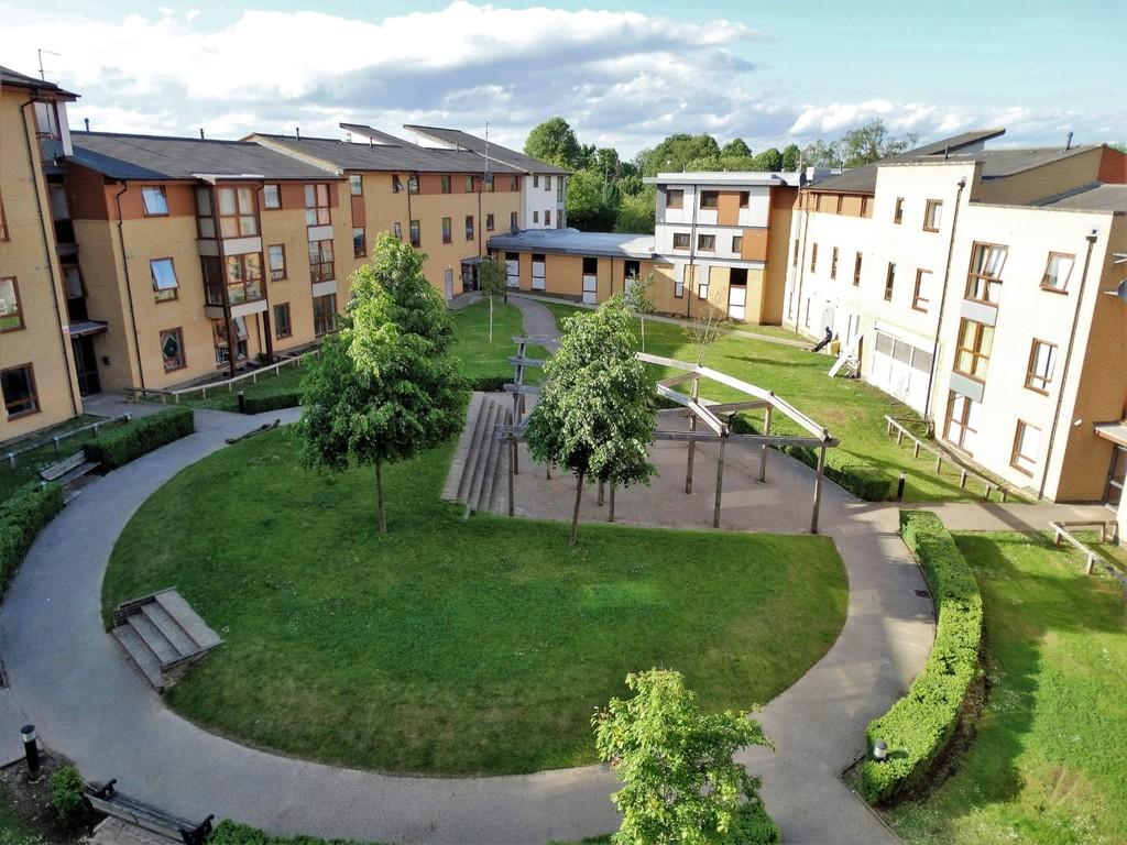 2 Bedrooms Apartment Flat for sale in Three Bridges, Crawley, RH10