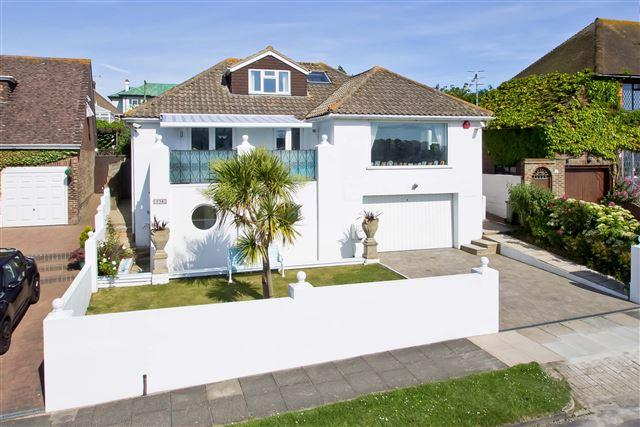 4 Bedrooms Detached House for sale in Arundel Drive East, Saltdean