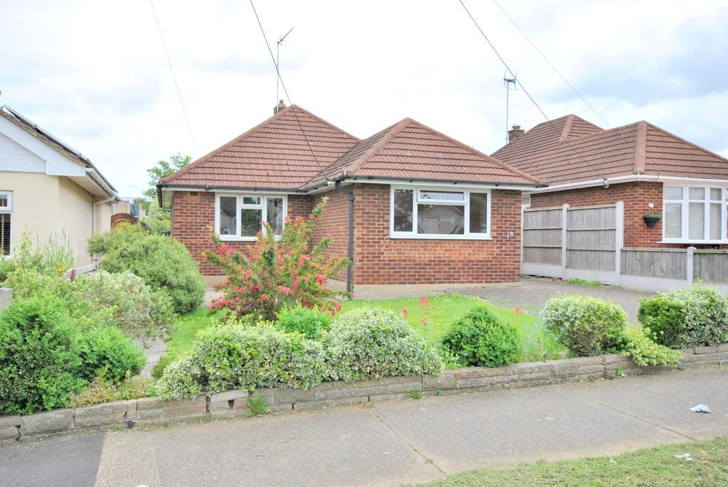 3 Bedrooms Detached Bungalow for sale in Homefields Avenue, South Benfleet