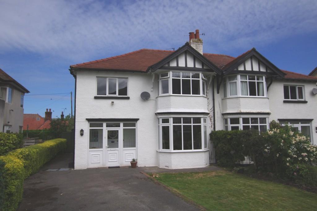 4 Bedrooms Semi Detached House for sale in Meadow Gardens, Llandudno