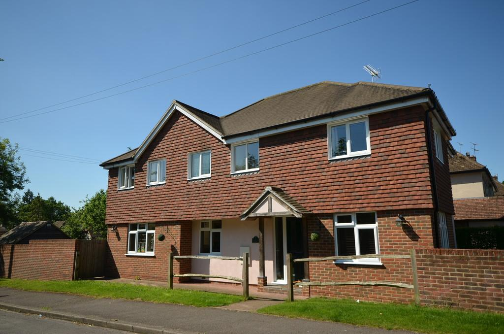 4 Bedrooms Detached House for sale in Pottery Lane, Wrecclesham