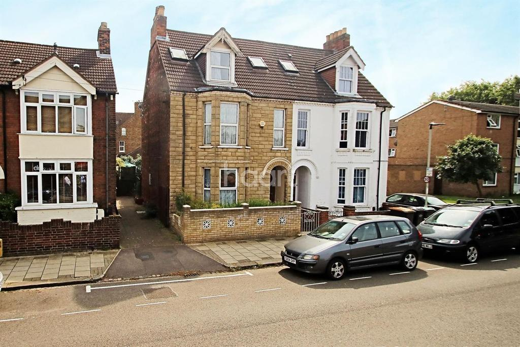 7 Bedrooms Semi Detached House for sale in Spenser Road