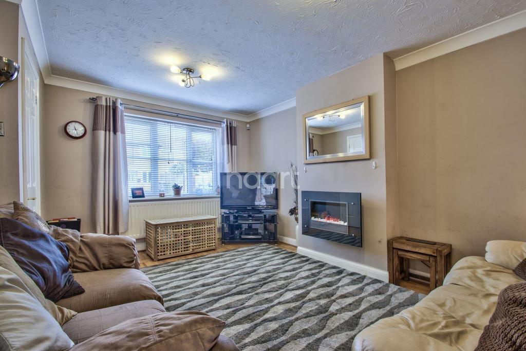 3 Bedrooms Terraced House for sale in Weavers Green, Sandy