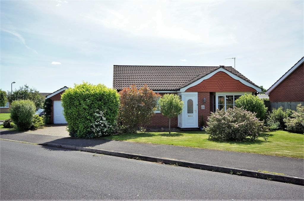 2 Bedrooms Detached Bungalow for sale in The Leys, Cherry Willingham, Lincoln