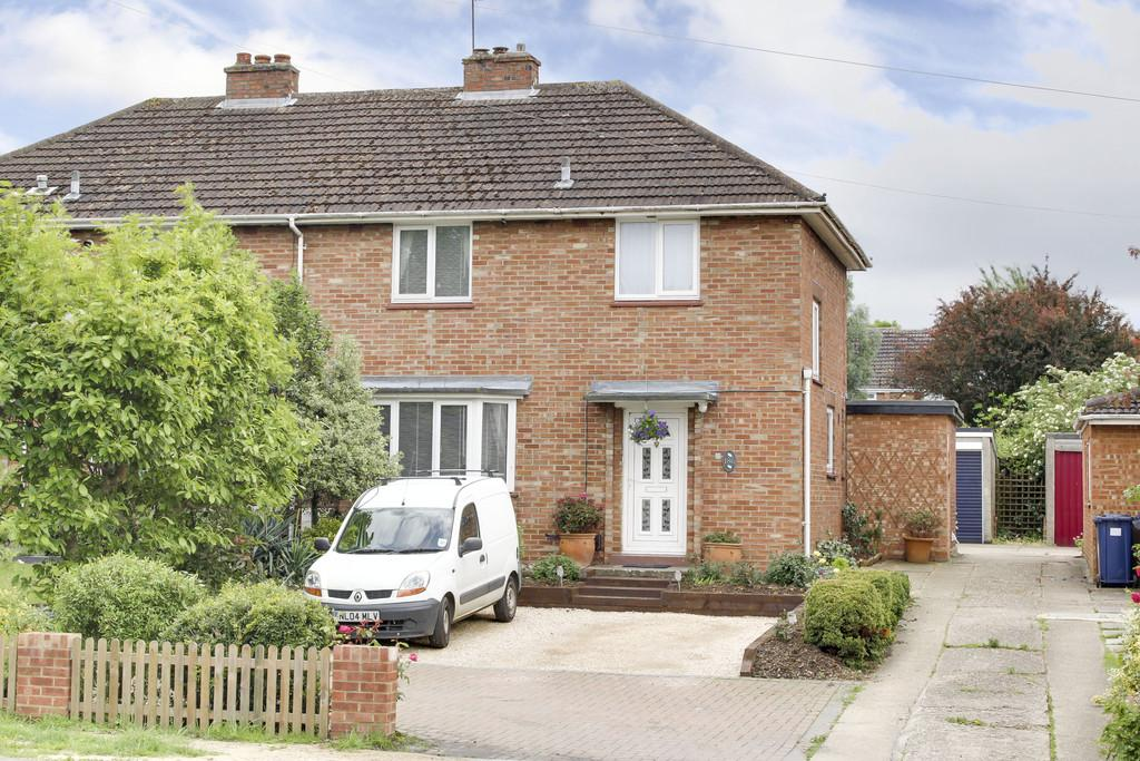 3 Bedrooms Semi Detached House for sale in Manor Gardens, Cambridge Street, St. Neots