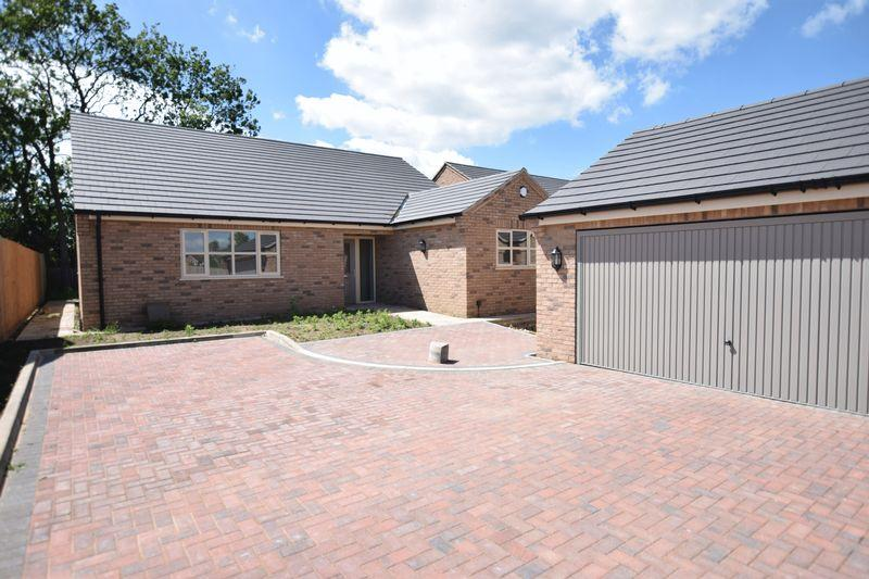 3 Bedrooms Detached Bungalow for sale in Westfield Drive, North Greetwell, Lincoln