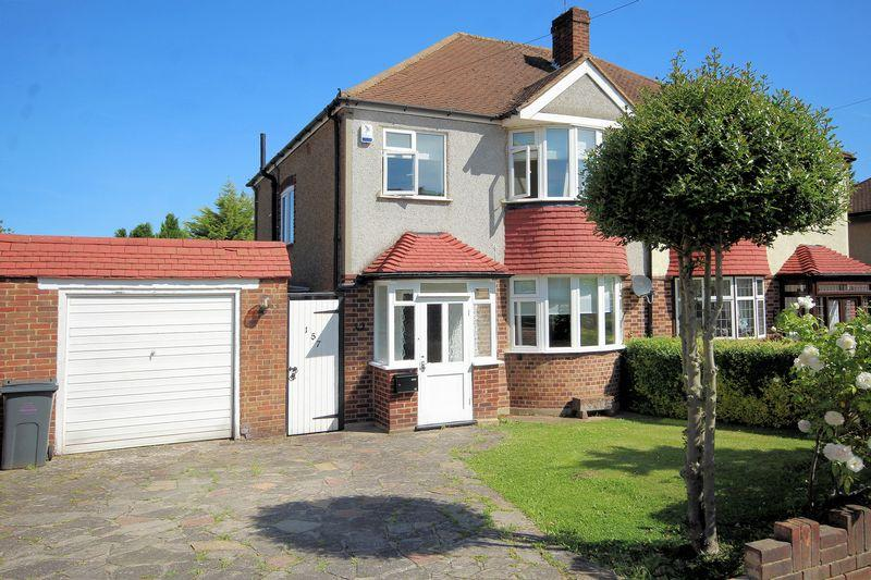 3 Bedrooms Semi Detached House for sale in Devonshire Way. Shirley
