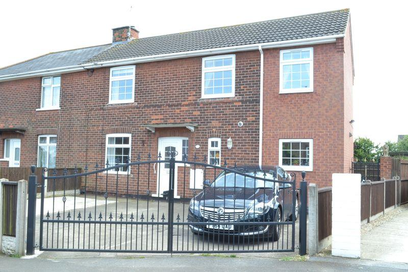 4 Bedrooms Semi Detached House for sale in Eyre Avenue, Scunthorpe