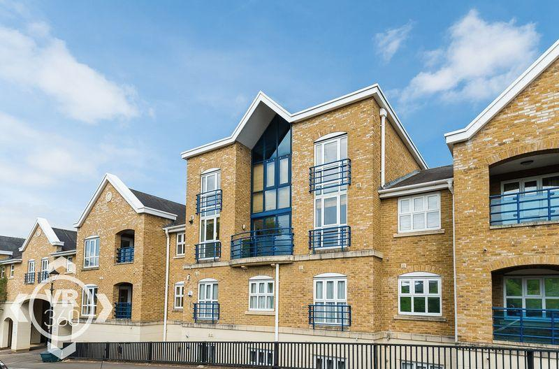 3 Bedrooms Apartment Flat for sale in Complins Close, Oxford