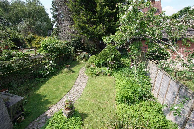 3 Bedrooms Apartment Flat for sale in High Street, Henfield
