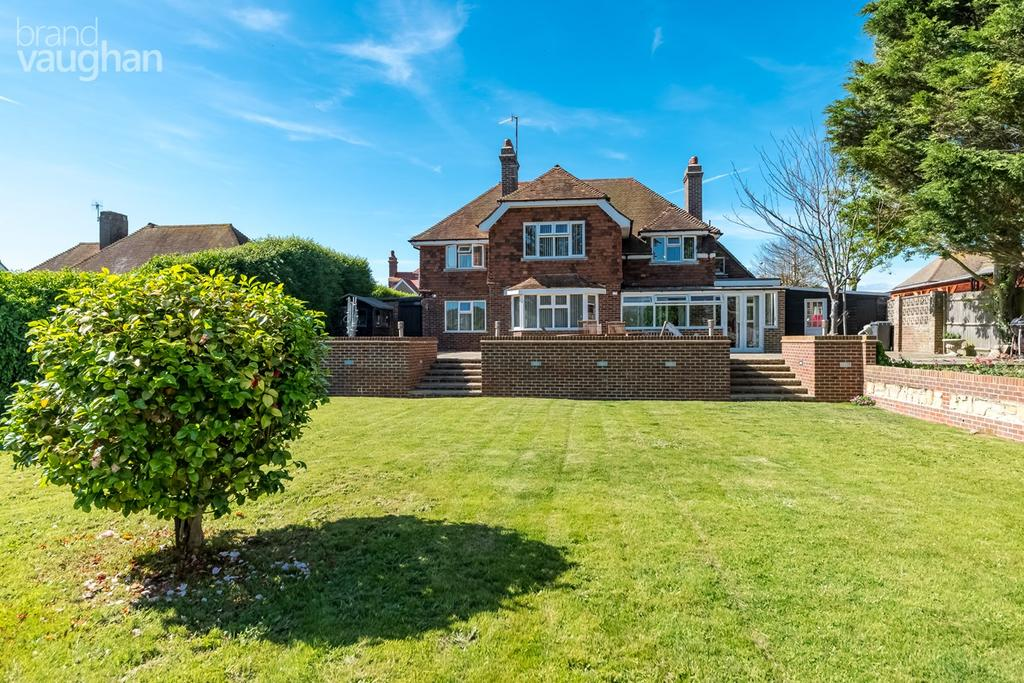 4 Bedrooms Detached House for sale in Sutton Avenue, Seaford, BN25