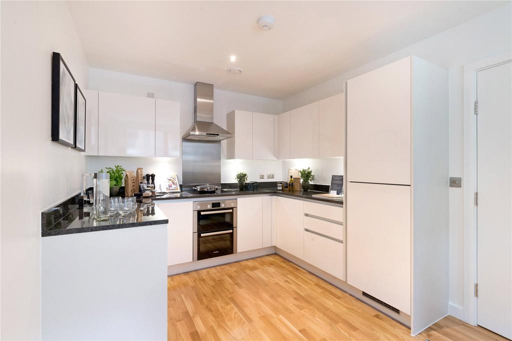 3 Bedrooms Flat for sale in Centenary Heights, Larkwood Avenue, Greenwich, London, SE10