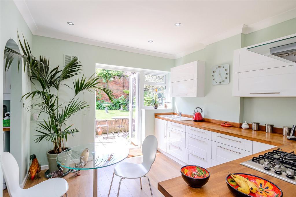 3 Bedrooms Semi Detached House for sale in Limes Crescent, Bishop's Stortford, Hertfordshire, CM23