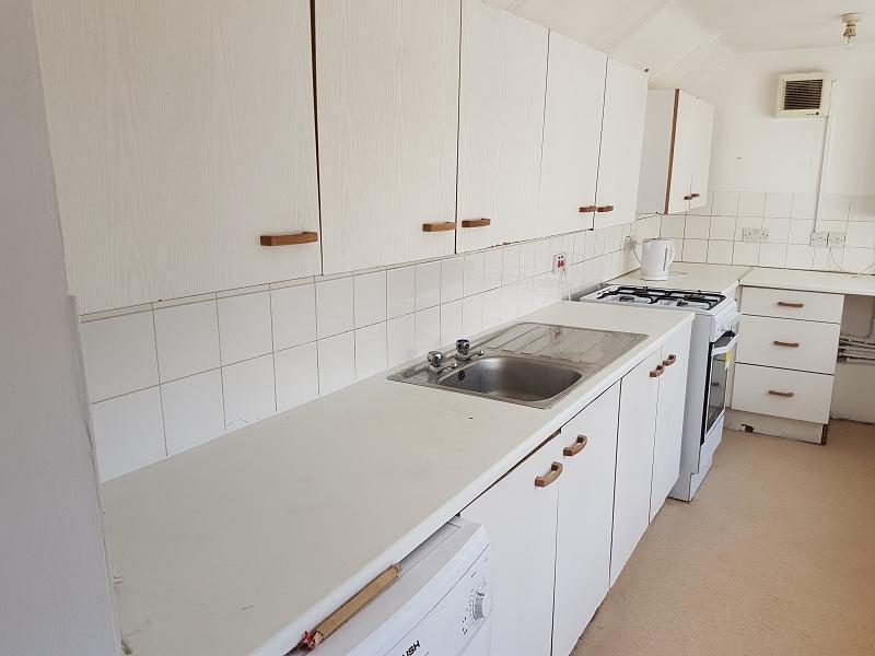 4 Bedrooms Maisonette Flat for rent in Zetland Road, Bristol, Bristol. BS6 7AJ