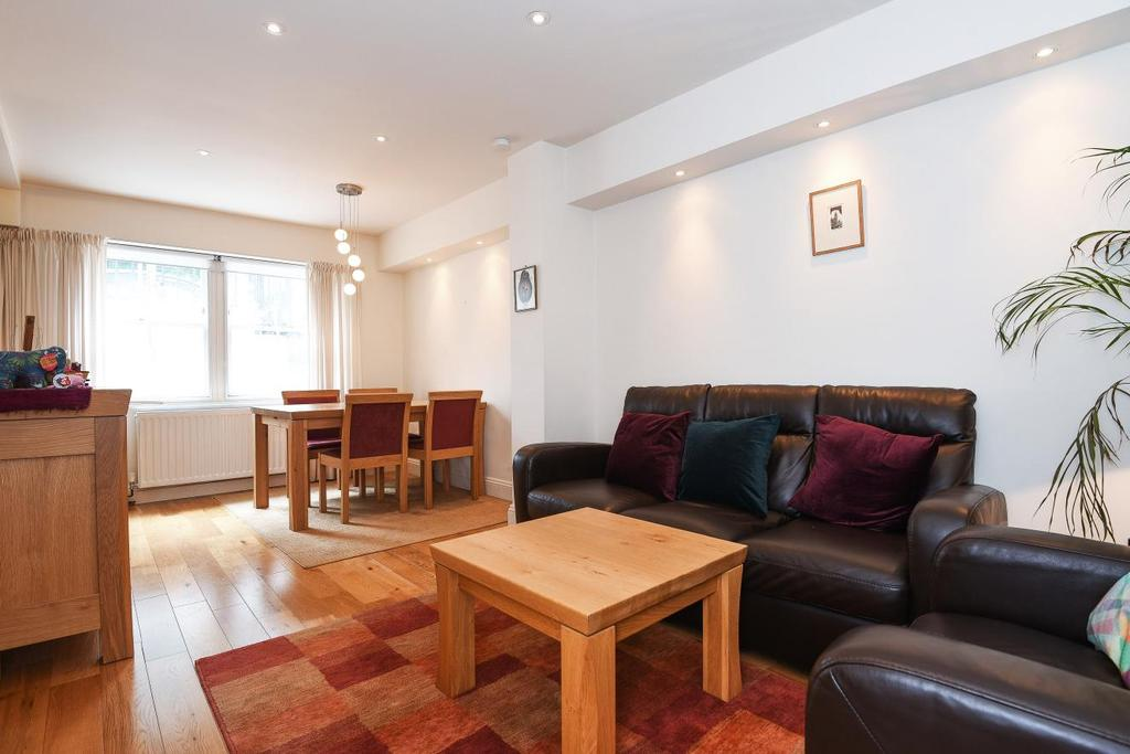 1 Bedroom Flat for sale in Arundel Square, Islington