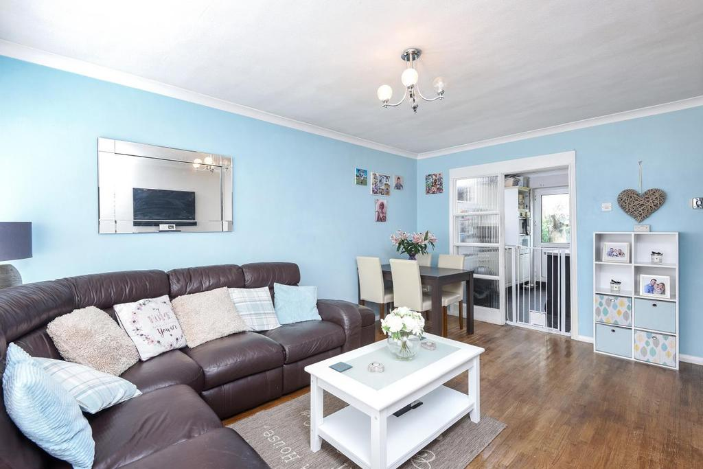 2 Bedrooms Maisonette Flat for sale in Chase Road, Southgate