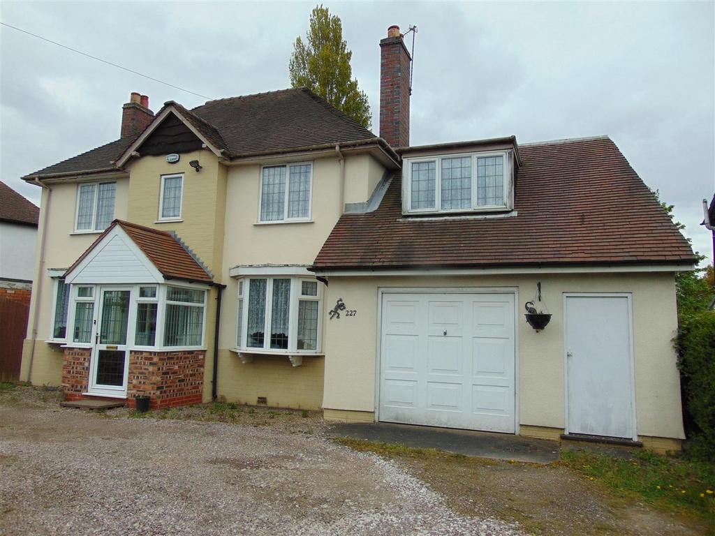 4 Bedrooms Detached House for sale in Walsall Road Aldridge, Walsall