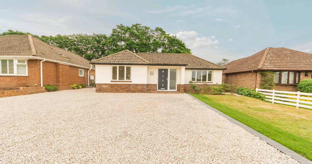 3 Bedrooms Detached Bungalow for sale in Beverley Gardens, Old Netley, Southampton, Hampshire SO31