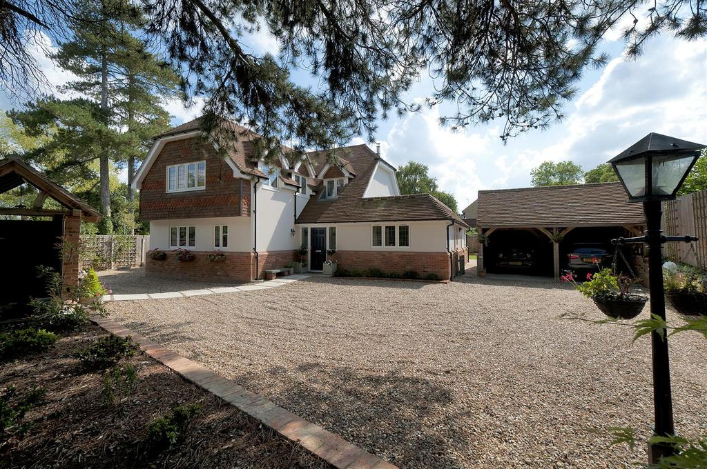 5 Bedrooms Detached House for sale in Hermitage Lane, Maidstone