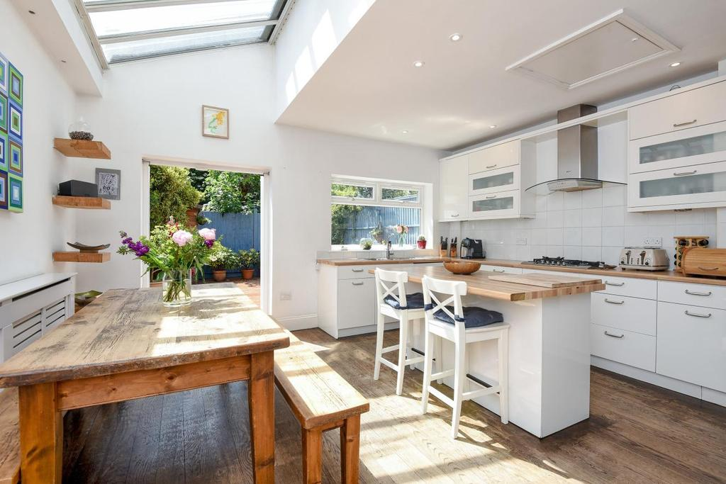 4 Bedrooms Terraced House for sale in Replingham Road, Southfields, SW18