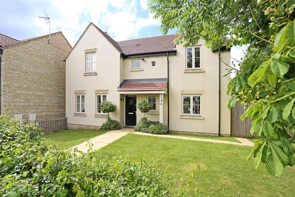 4 Bedrooms Detached House for sale in Woodlands Close, Eastcombe, Stroud