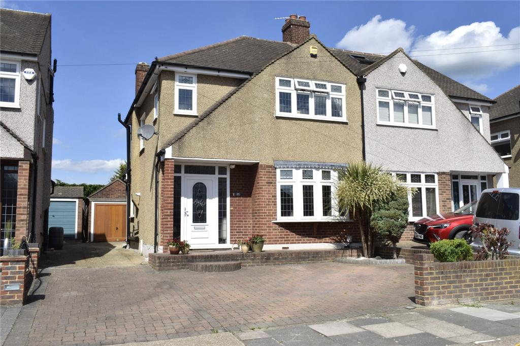 3 Bedrooms Semi Detached House for sale in Helmsdale Road, Rise Park, Romford, RM1