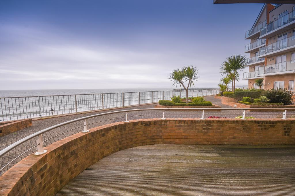 2 Bedrooms Apartment Flat for sale in Honeycombe Beach, Bournemouth BH5