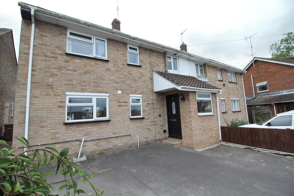 3 Bedrooms Semi Detached House for sale in Whitehouse Crescent, Chelmsford, Essex, CM2