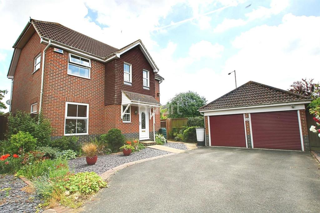 4 Bedrooms Detached House for sale in Hawthorn Road, Kingsnorth, TN23