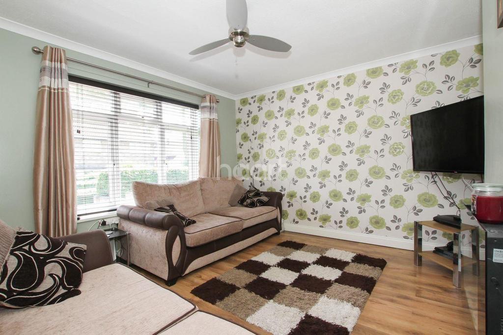 4 Bedrooms Semi Detached House for sale in Little Hyde, Shephall, Stevenage