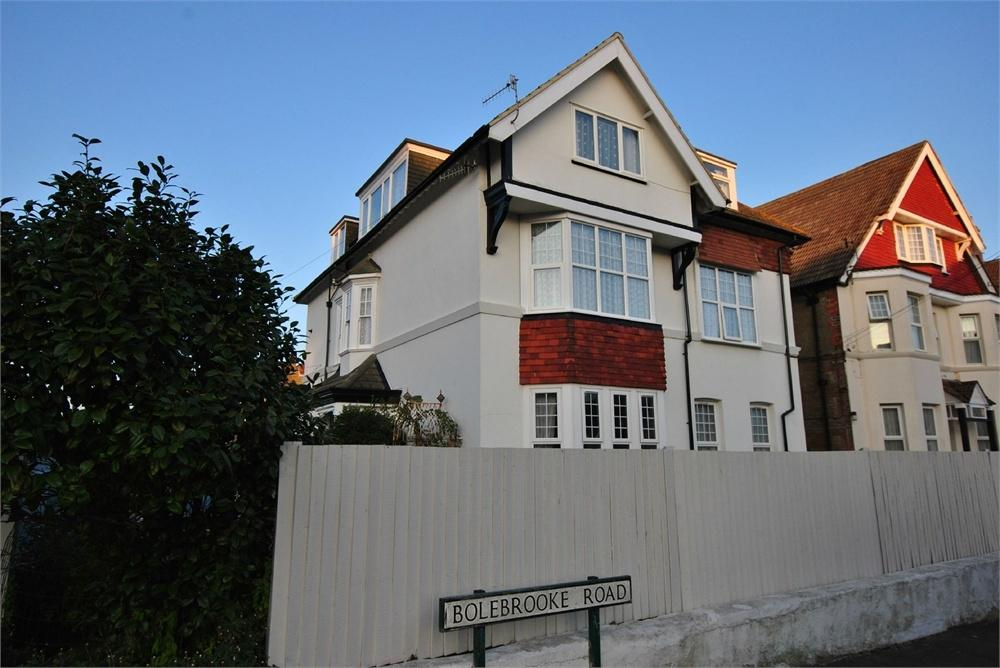 3 Bedrooms Flat for sale in Cantelupe Road, BEXHILL-ON-SEA, East Sussex