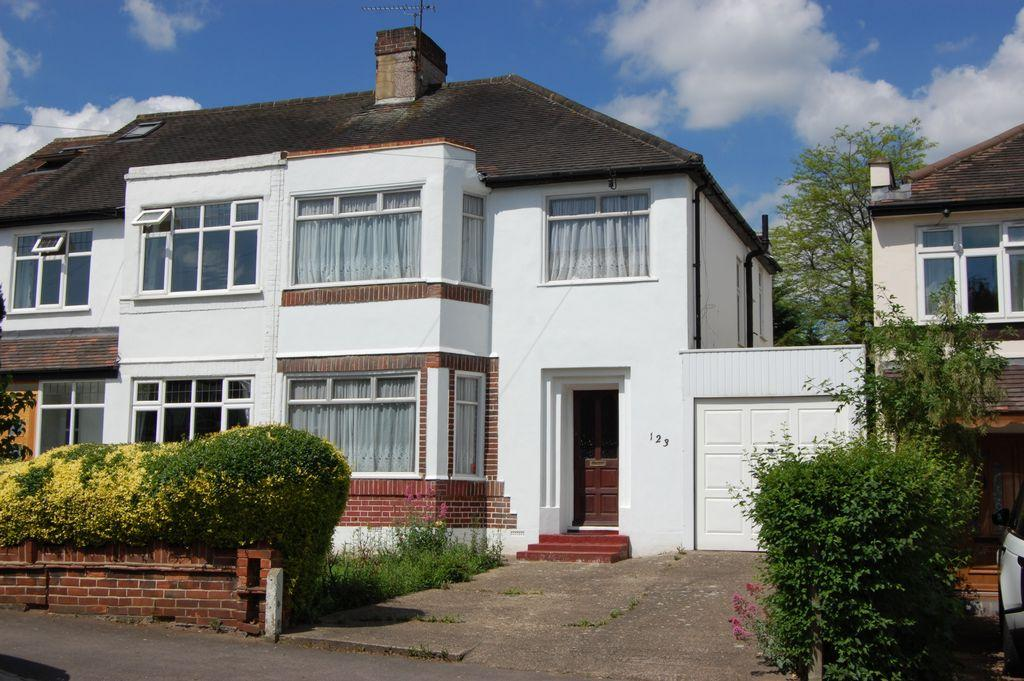 3 Bedrooms Semi Detached House for sale in Kings Avenue, Woodford Green, IG8