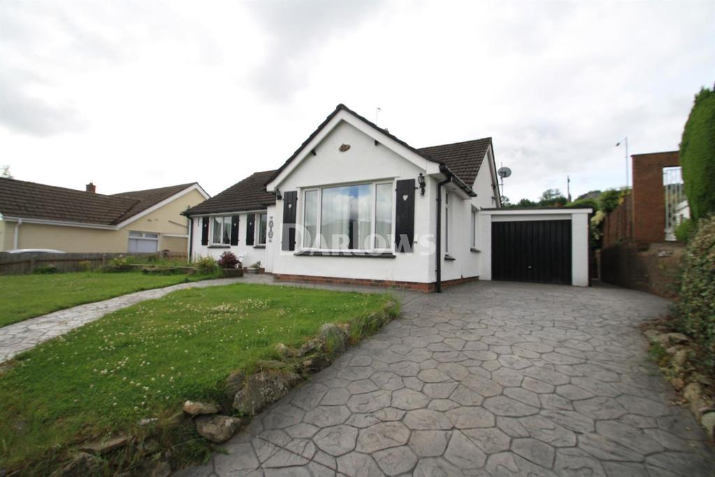 3 Bedrooms Bungalow for sale in Broadmead, Gilwern, Abergavenny, Gwent