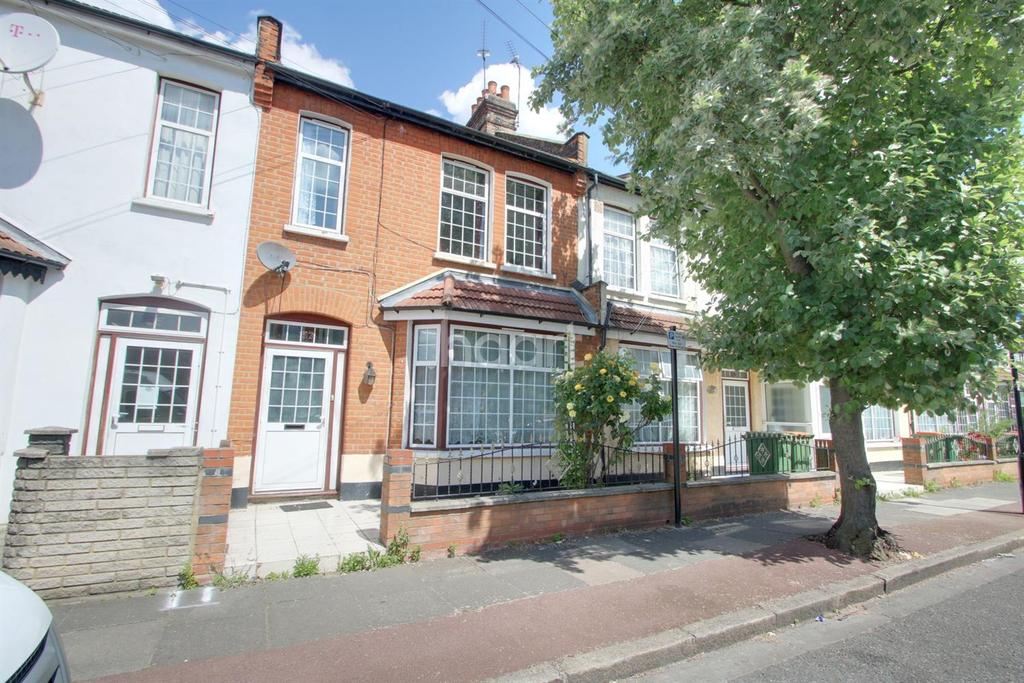 3 Bedrooms Terraced House for sale in Southend Road, London