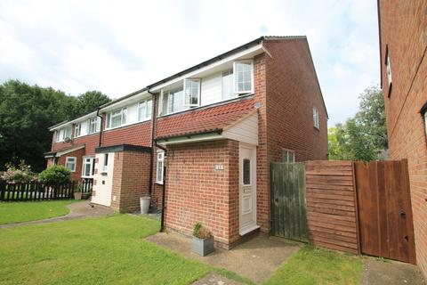 3 bedroom end of terrace house for sale - Swallow Path, Chelmsford
