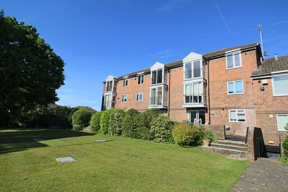 2 Bedrooms Flat for sale in Hassocks Lodge, Hassocks, West Sussex, BN6 8AT