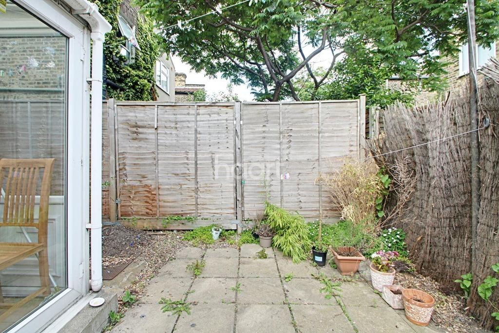 Torrens square london e15 2 bed terraced house for sale for 2 torrens terrace