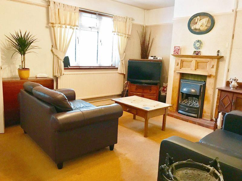 3 Bedrooms Semi Detached House for sale in Broadway Avenue, Old Harlow, Essex