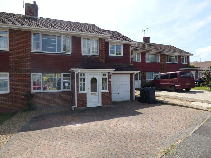 5 Bedrooms Semi Detached House for sale in Quantock Drive, Ashford