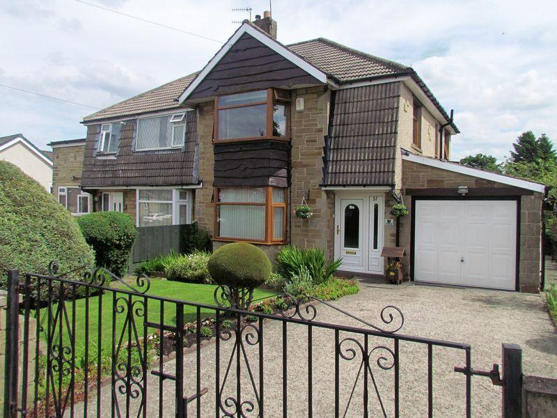 3 Bedrooms Semi Detached House for sale in Hollingwood Lane, Bradford