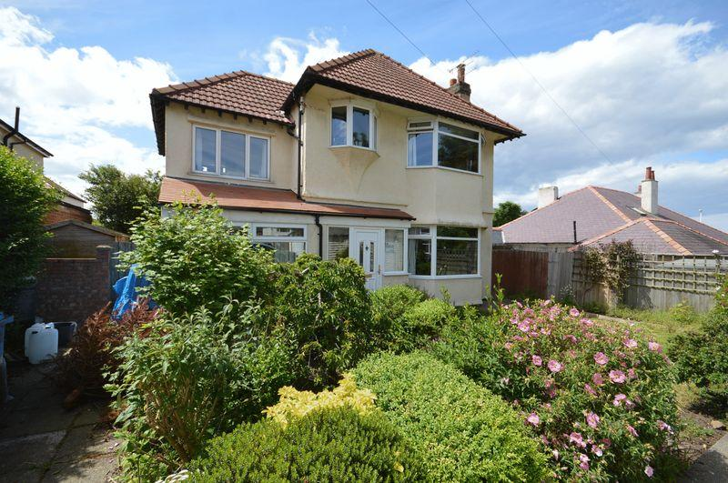 4 Bedrooms Detached House for sale in Saxon Road, Hoylake