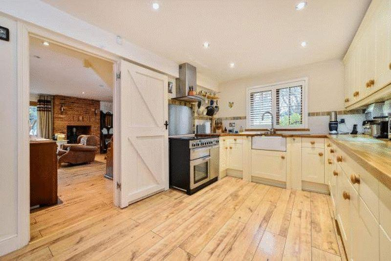 3 Bedrooms Detached House for sale in Brewery Road, Bromley