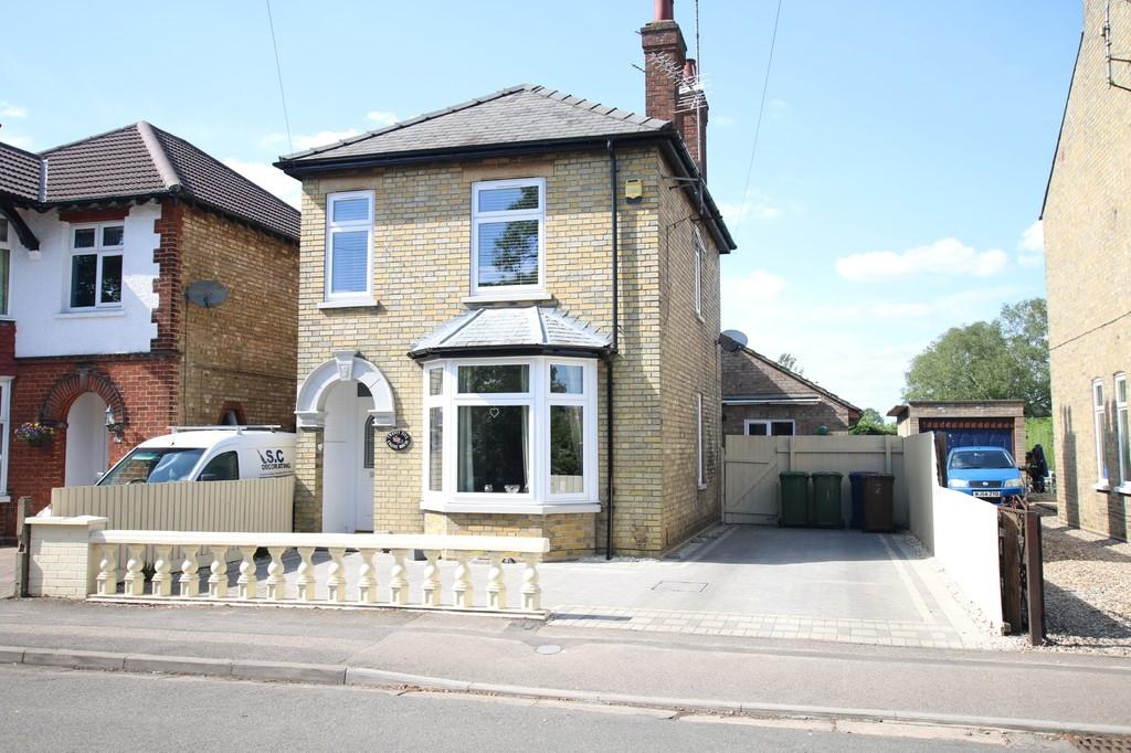 4 Bedrooms Detached House for sale in County Road, March