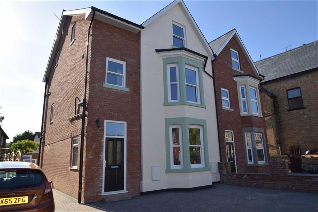 5 Bedrooms Semi Detached House for sale in New Parks Crescent, Scarborough, North Yorkshire, YO12