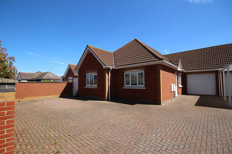 4 Bedrooms Bungalow for sale in The Street, Little Clacton, Clacton-On-Sea