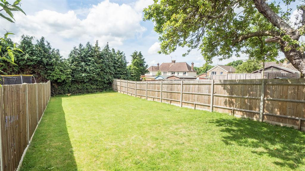 3 Bedrooms Semi Detached House for sale in Greystones Road, Bearsted, Maidstone