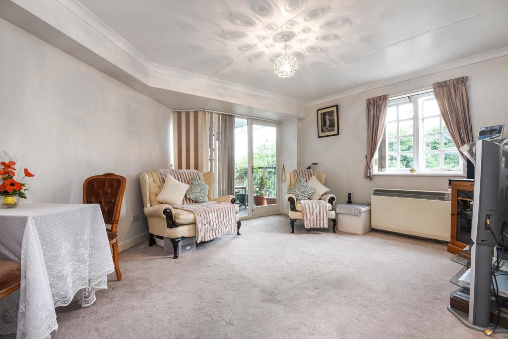 2 Bedrooms Flat for sale in Elizabeth Fry Place, London, SE18
