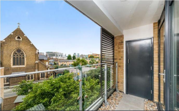 2 Bedrooms Flat for sale in Howarth House The Peltons SE10