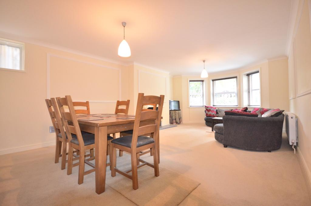2 Bedrooms Flat for sale in Stratheden Road, London, SE3