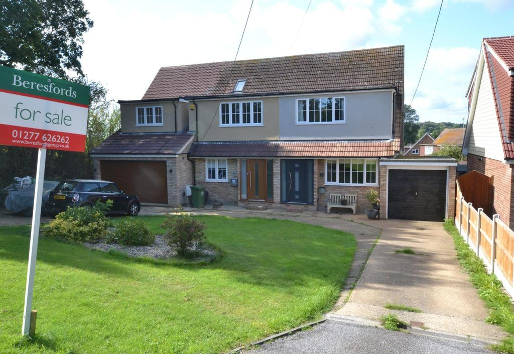 3 Bedrooms Semi Detached House for sale in Outwood Farm Road, Billericay, Essex, CM11